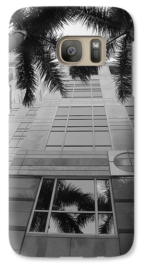 Architecture Galaxy S7 Case featuring the photograph Reflections On The Building by Rob Hans
