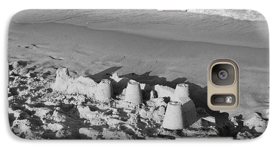 Sea Scape Galaxy S7 Case featuring the photograph Sand Castles By The Shore by Rob Hans