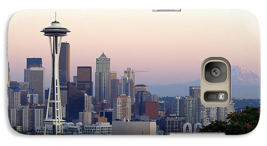 Mountain Galaxy S7 Case featuring the photograph Seattle by Larry Keahey