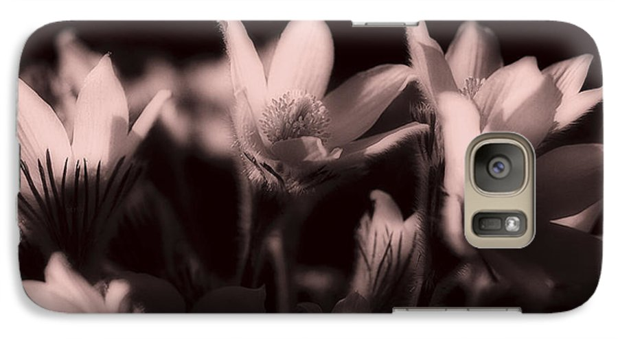 Flowers Galaxy S7 Case featuring the photograph Sleepy Flowers 2 by Marilyn Hunt