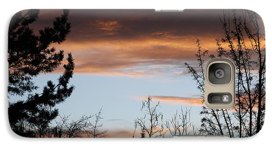 Sunset Galaxy S7 Case featuring the photograph Sunset Thru The Trees by Rob Hans