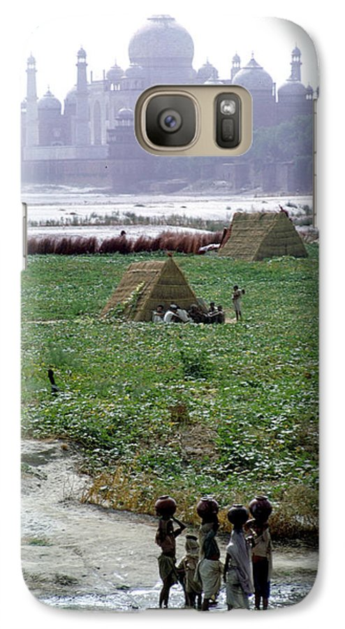 Architecture Galaxy S7 Case featuring the photograph Tah Mahal At Agra In India by Carl Purcell