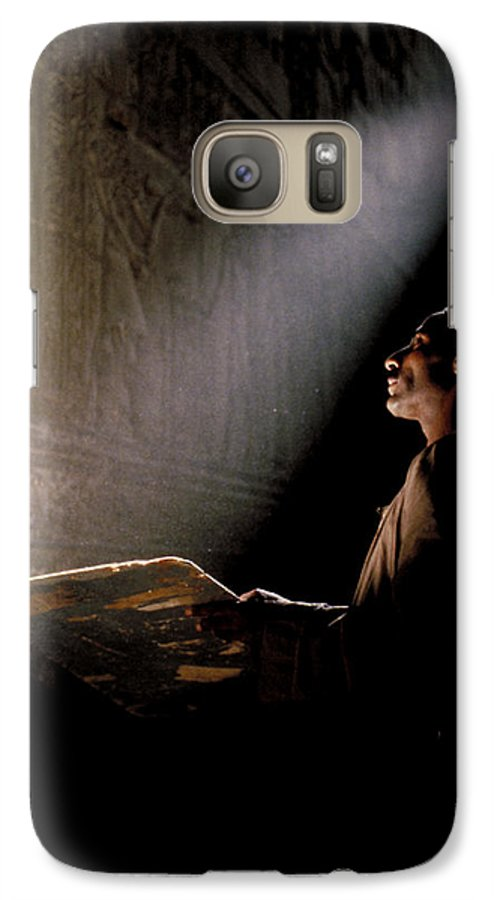 Sun Galaxy S7 Case featuring the photograph Temple Of Horus In Egypt by Carl Purcell