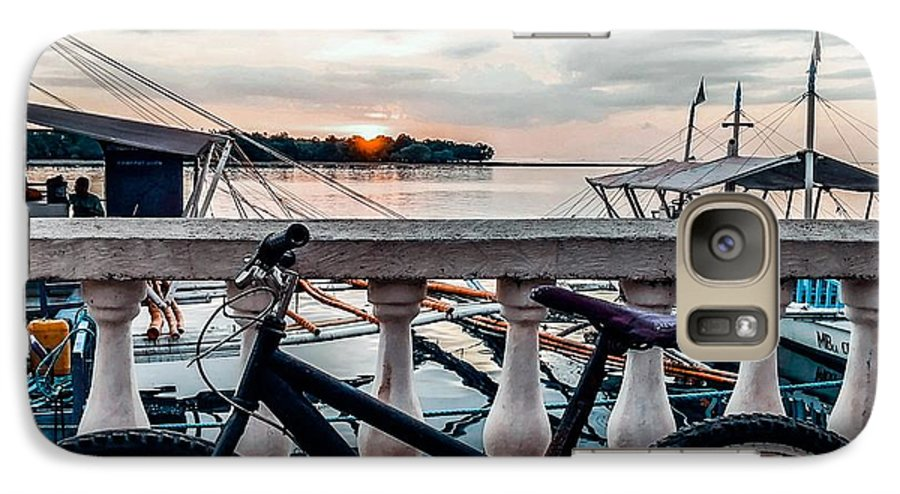 Bike Galaxy S7 Case featuring the photograph Traveller's Point by Dynz Abejero