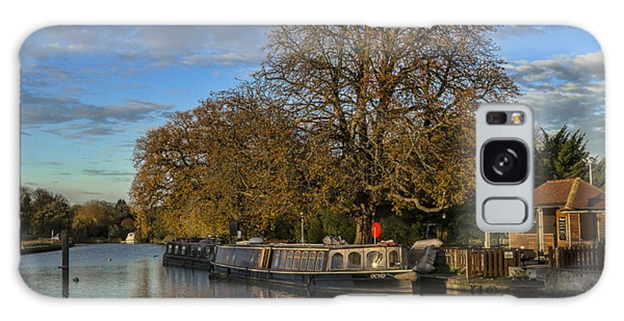 Sandford Galaxy S8 Case featuring the photograph River Thames At Sandford Lock by Ian Lewis