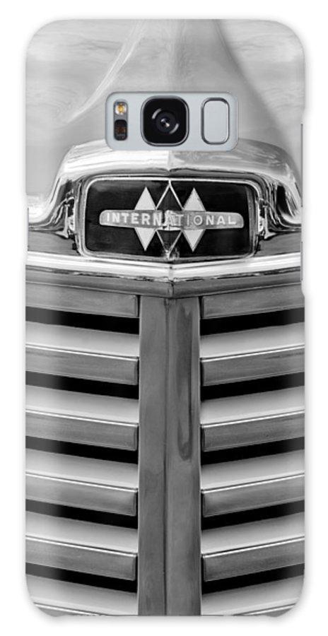 1948 International Hood Emblem Galaxy S8 Case featuring the photograph 1948 International Hood Emblem by Jill Reger