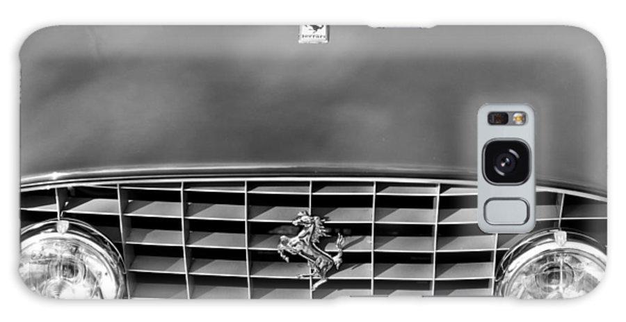 1957 Ferrari 410 Superamerica Coupe Grille Emblem Galaxy S8 Case featuring the photograph 1957 Ferrari 410 Superamerica Coupe Grille Emblem by Jill Reger