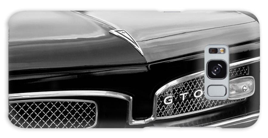1967 Pontiac Gto Grille Emblem Galaxy S8 Case featuring the photograph 1967 Pontiac Gto Grille Emblem by Jill Reger