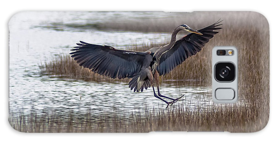 Great Blue Heron Galaxy S8 Case featuring the photograph Feet First by Charles Moore