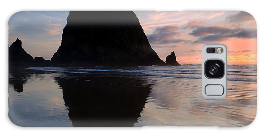 Haystack Rock Galaxy S8 Case featuring the photograph Haystack Reflections by Mike Dawson