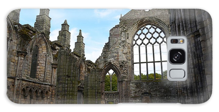 Holyrood Galaxy S8 Case featuring the photograph Holyrood Abbey Ruins by DejaVu Designs