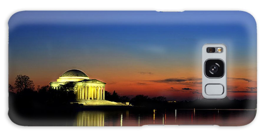 American Galaxy S8 Case featuring the photograph Jefferson Monument Reflection by Lane Erickson