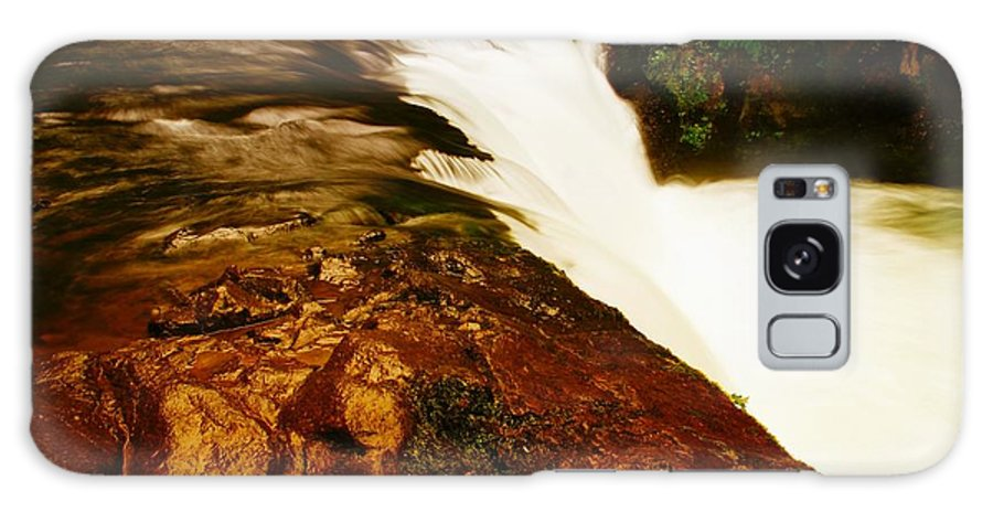 Waterfalls Galaxy S8 Case featuring the photograph Lower Punchbowl Falls by Jeff Swan