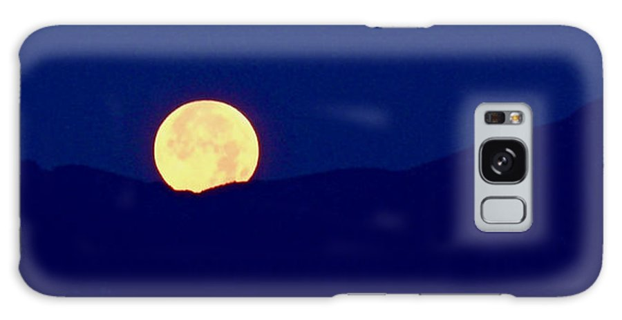 Full Moon Galaxy S8 Case featuring the photograph Moonset by Rona Black