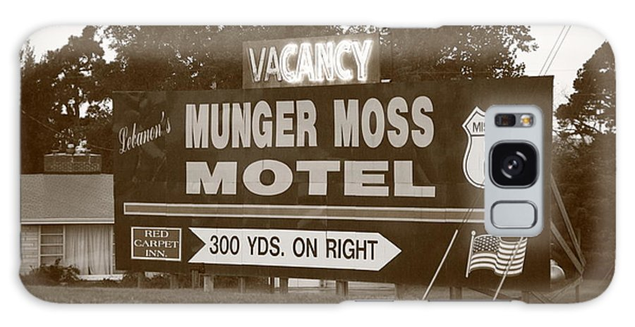 66 Galaxy S8 Case featuring the photograph Route 66 - Munger Moss Motel Sign by Frank Romeo