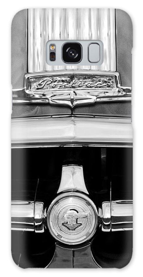 1950 Pontiac Grille Emblem Galaxy S8 Case featuring the photograph 1950 Pontiac Grille Emblem by Jill Reger