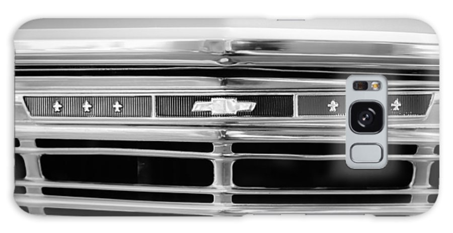 1967 Chevrolet Chevelle Malibu Grille Emblem Galaxy S8 Case featuring the photograph 1967 Chevrolet Chevelle Malibu Grille Emblem by Jill Reger