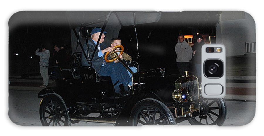 Edison Parade Of Lights Galaxy S8 Case featuring the photograph Antique Car by Robert Floyd