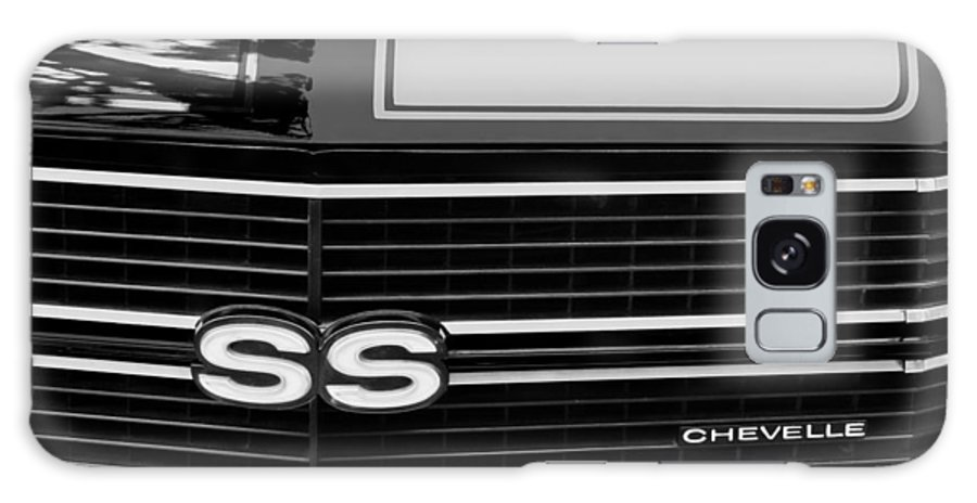 1970 Chevrolet Chevelle Ss Grille Emblem Galaxy S8 Case featuring the photograph 1970 Chevrolet Chevelle Ss Grille Emblem by Jill Reger