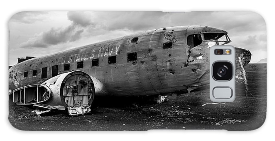 Dc 3 Galaxy S8 Case featuring the photograph Dc-3 Iceland by Gunnar Orn Arnason