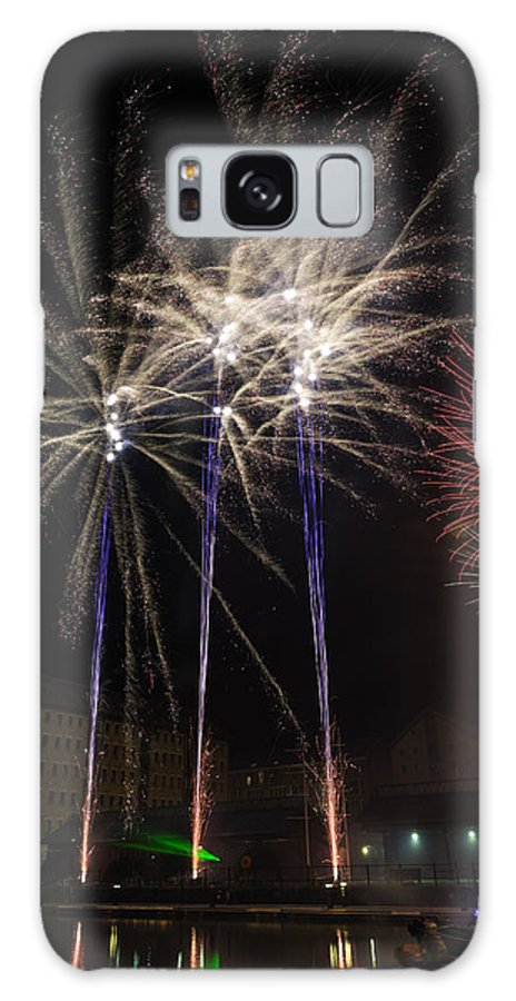 Bonfire Night Galaxy S8 Case featuring the photograph Guy Fawkes Night At Gloucester Quay. by Wendy Chapman