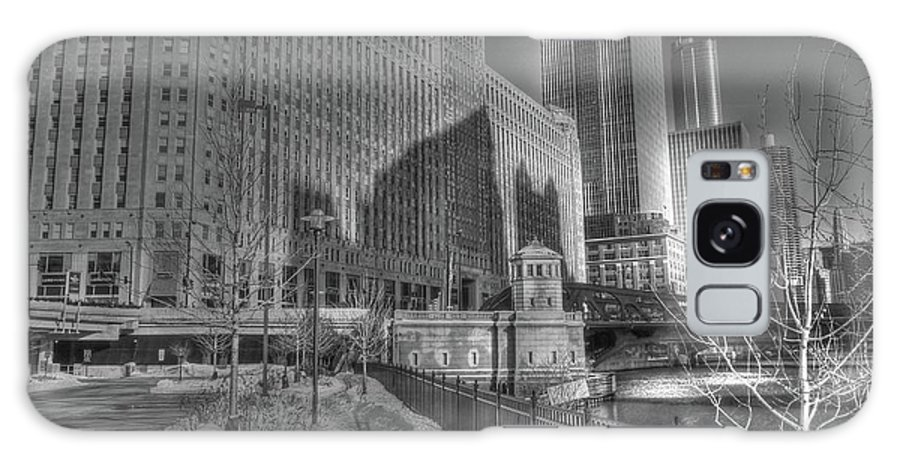 Chicago Illinois Galaxy S8 Case featuring the photograph Merchandise Mart by David Bearden