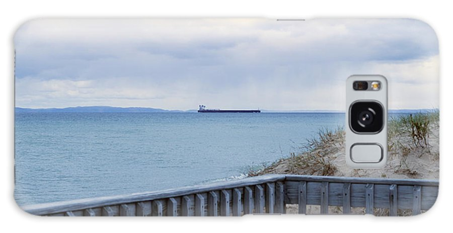 Whitefish Point Galaxy S8 Case featuring the photograph On The Move by Linda Kerkau