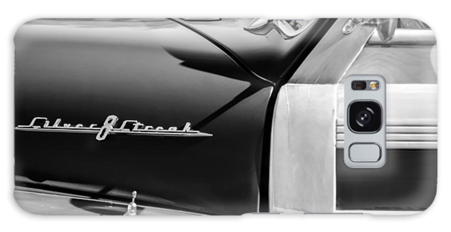 1948 Pontiac Streamliner Woodie Station Wagon Emblem Galaxy S8 Case featuring the photograph 1948 Pontiac Streamliner Woodie Station Wagon Emblem by Jill Reger