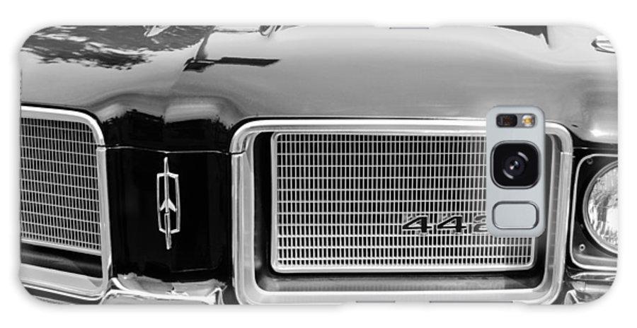 1972 Oldsmobile 442 Grille Emblem Galaxy S8 Case featuring the photograph 1972 Oldsmobile 442 Grille Emblem by Jill Reger