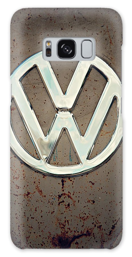 Kombi Galaxy S8 Case featuring the photograph 57 Splitty Vw Badge by Jason Rooimans