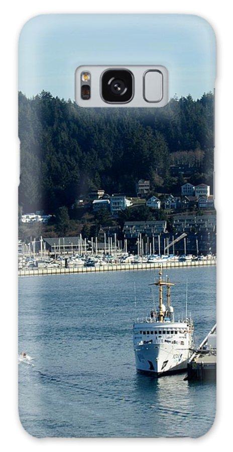 Yaquina Bay Galaxy S8 Case featuring the photograph A Stop At Yaquina Bay by Amanda Roberts