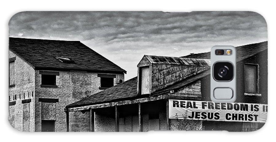 Cincinnati Galaxy S8 Case featuring the photograph Abandone Buildings 1 by Michael Schwartzberg