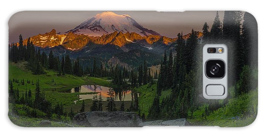 Mt. Rainier Galaxy S8 Case featuring the photograph Aglow by Gene Garnace