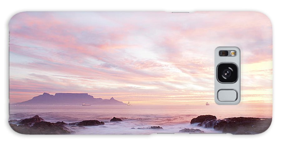 Cape Town Galaxy S8 Case featuring the photograph As The Day Ends by Neil Overy