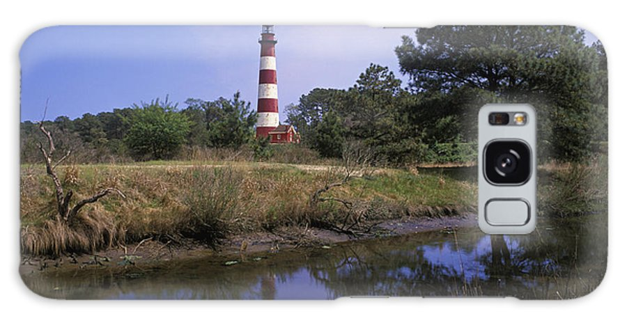 Assateague Galaxy S8 Case featuring the photograph Assateague Lighthouse - Fm000081 by Daniel Dempster