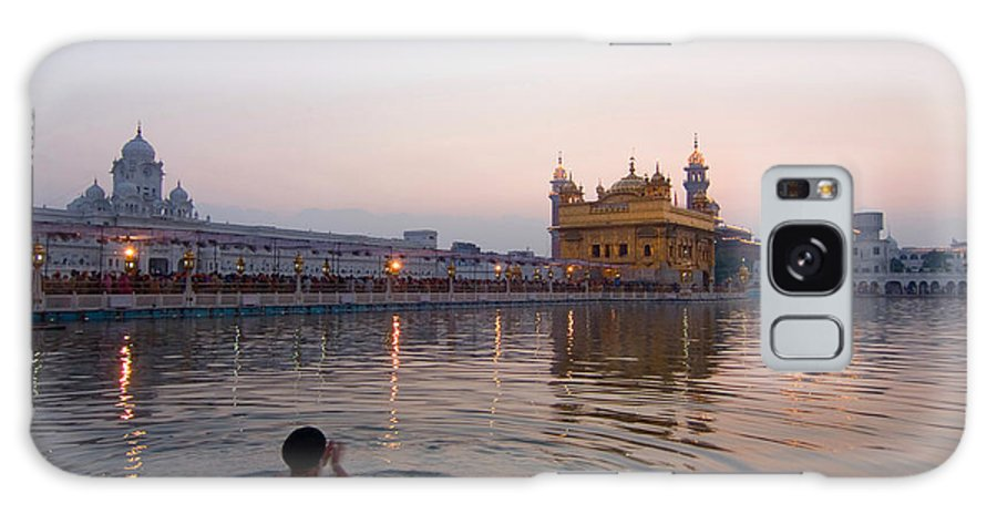 Golden Temple Galaxy S8 Case featuring the photograph At Dawn by Devinder Sangha
