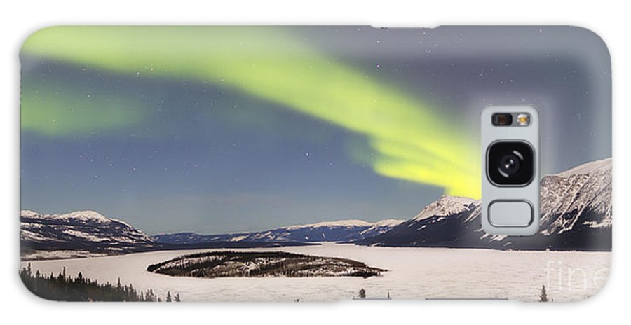 Horizontal Galaxy S8 Case featuring the photograph Aurora Borealis Over Bove Island by Joseph Bradley