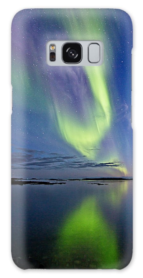 Frank Olsen Galaxy S8 Case featuring the photograph Aurora In Green And Violet by Frank Olsen