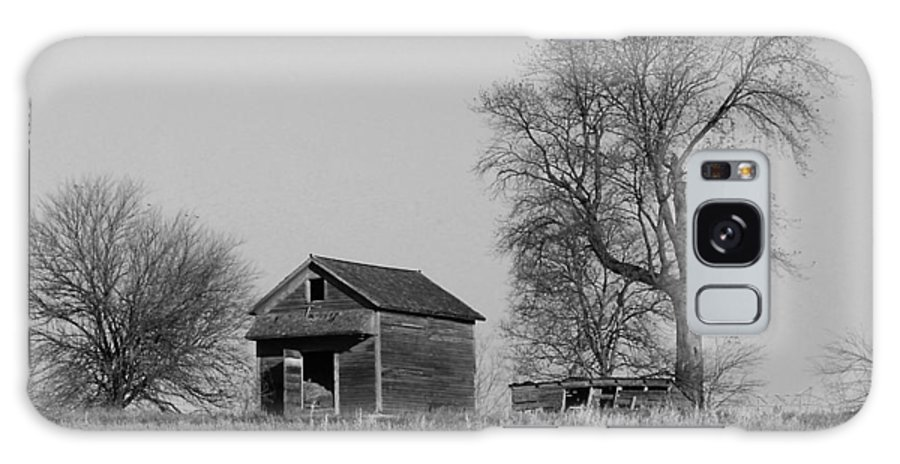 Barn Galaxy S8 Case featuring the photograph Barn On A Hill In Iowa by Greg Matchick