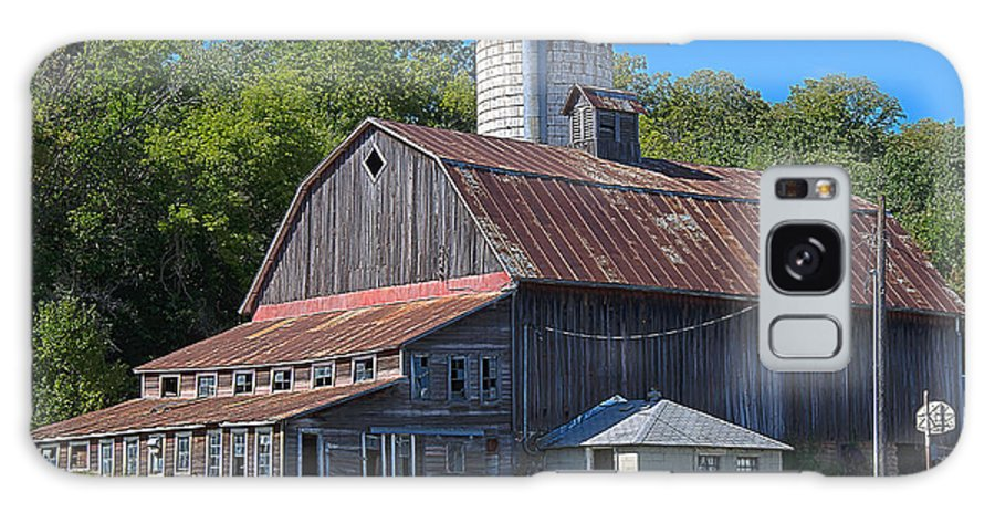 Barn Galaxy S8 Case featuring the photograph Barn by Todd Noble