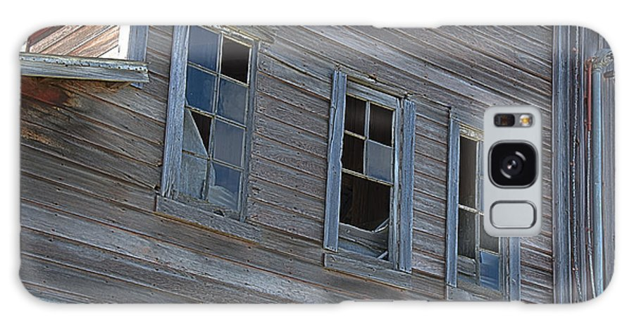 Window Galaxy S8 Case featuring the photograph Barn Windows by Todd Noble