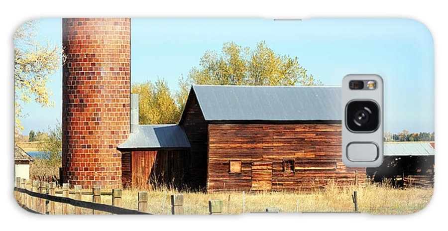 Americana Galaxy S8 Case featuring the photograph Beautiful Brick Silo by Marilyn Hunt