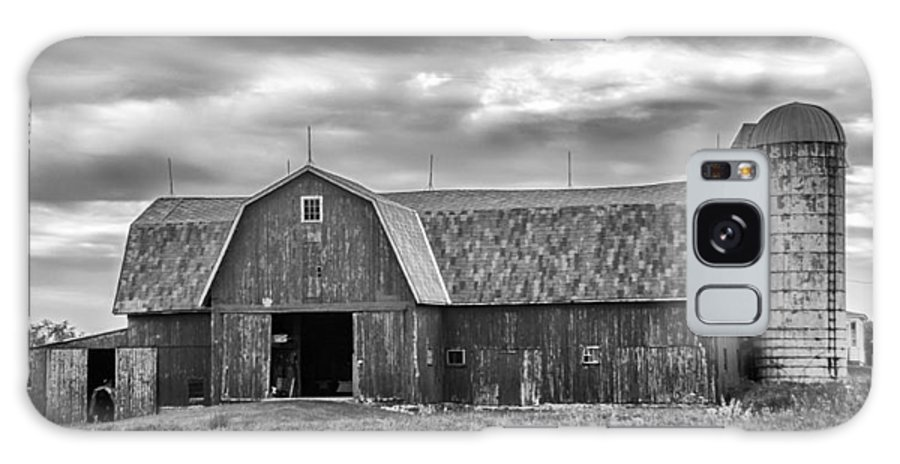 Barn Galaxy S8 Case featuring the photograph Big Red 3683b by Guy Whiteley
