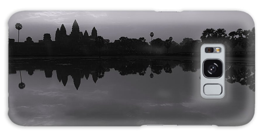 Angkor Wat Galaxy S8 Case featuring the photograph Bnw Cambodia Siem Reap 02 by Sentio Photography
