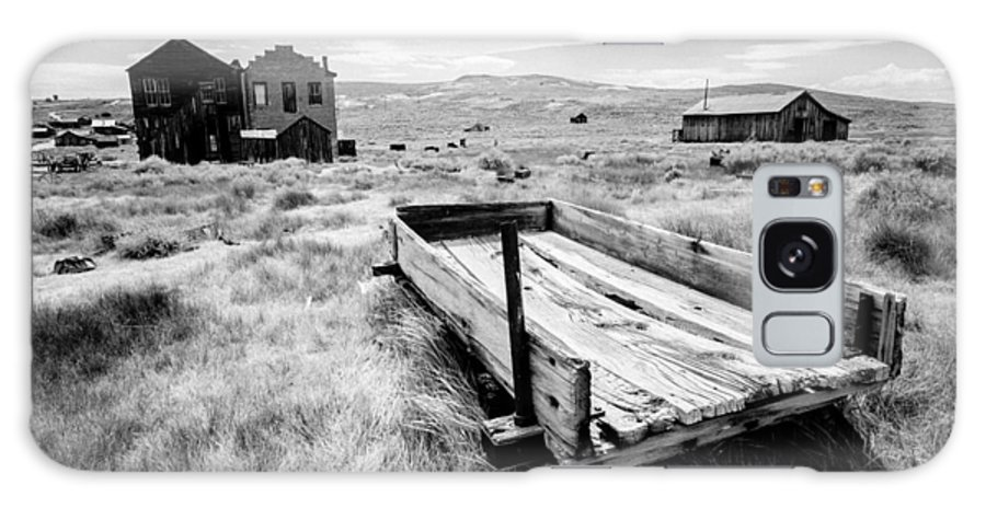 Historic Bodie Ghost Town Galaxy S8 Case featuring the photograph Bodie Ghost Town In Black And White by Jerome Obille