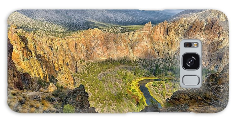 Smith Rock Galaxy S8 Case featuring the photograph Bowl Of Beauty by Philip Kuntz