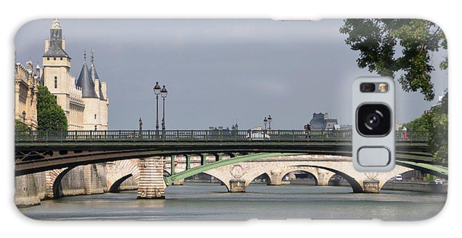 Bridges Galaxy S8 Case featuring the photograph Bridges Over The Seine And Conciergerie - Paris by RicardMN Photography