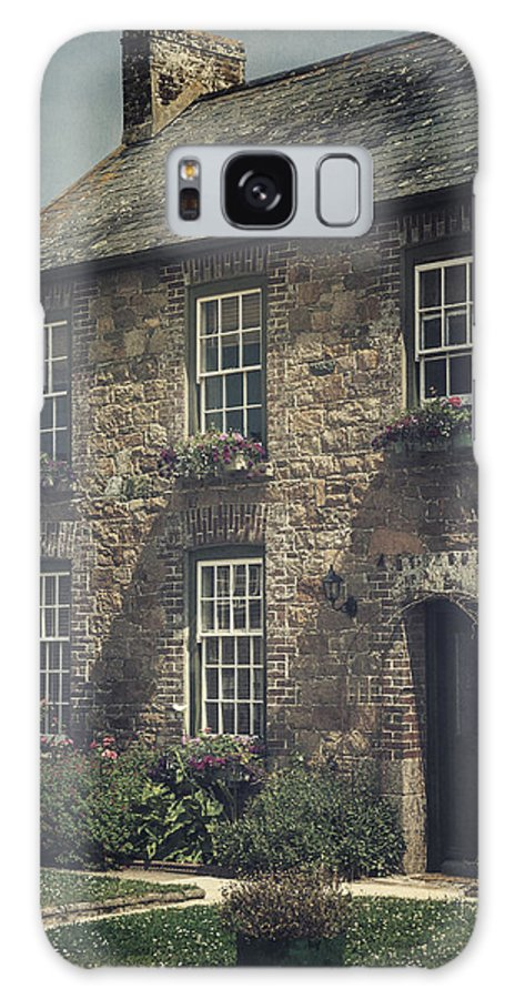 Cottage Galaxy S8 Case featuring the photograph British Cottage by Joana Kruse