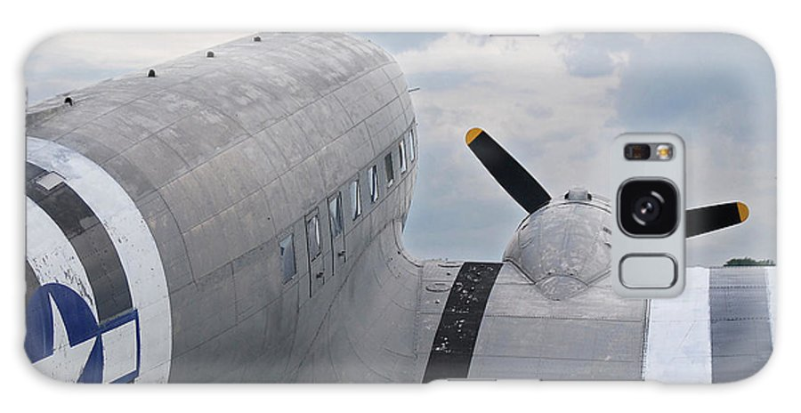 Aircraft Galaxy S8 Case featuring the photograph C-47 3880 by Guy Whiteley