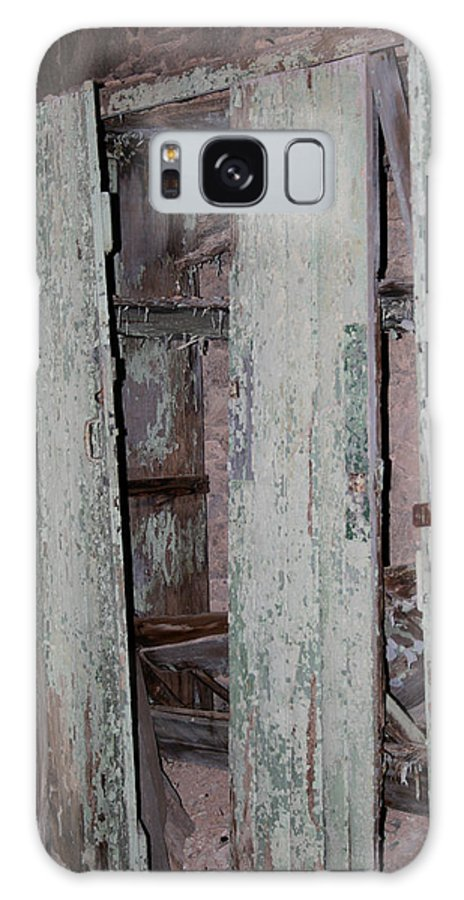 Eastern State Penitentiary Galaxy S8 Case featuring the photograph Cabinets In Sherbert Pink And Green by Cecelia Helwig